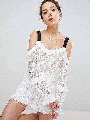 Glamorous Glamorous Playsuit med spets och bar axel