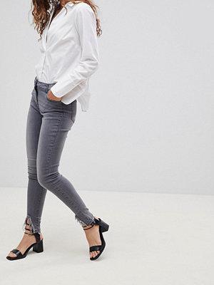 Parisian Skinny jeans med diagonal rå fåll