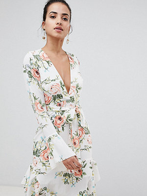PrettyLittleThing Floral Wrap Dress - White