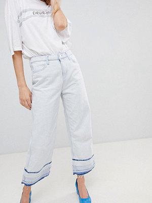 ... Pepe Jeans Korta jeans med vida ben och osydd fåll Blekblå 47774e8e0b23f