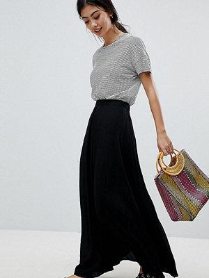 ASOS Petite ASOS DESIGN Petite crinkle maxi skirt with box pleat