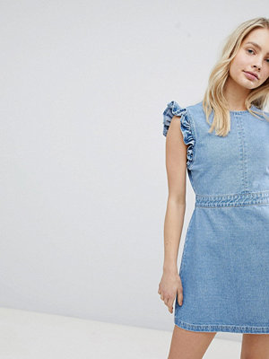 Urban Bliss Ruffle Shoulder Denim Dress With V Back - Light wash blue