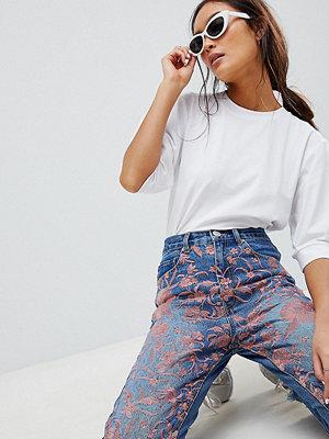 ASOS DESIGN Florence jeans med raka ben och broderade ben Mellanblå färg