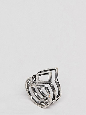 ASOS Curve ASOS DESIGN Curve Exclusive Cut Out Ring - Burnished silver