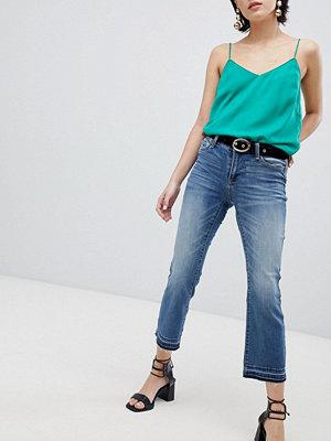 Vero Moda Korta jeans med utsvängda ben Mellanblå denim