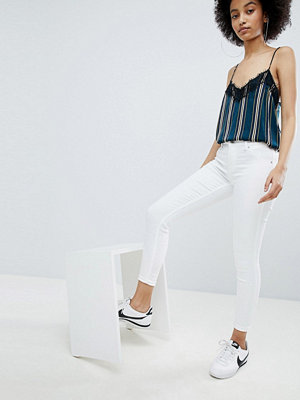 Bershka Jeans med push-up och smal passform