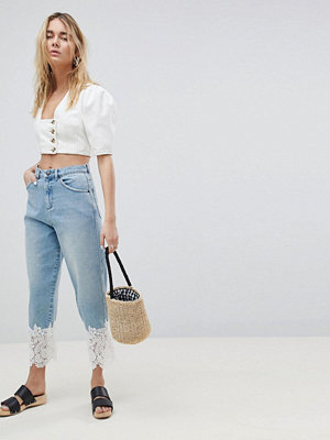 ASOS DESIGN Boyfriend Jeans In Mid Wash With Lace Hem - Mid wash blue