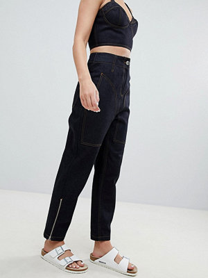 ASOS DESIGN clean tapered boyfriend jeanswith contrast stitch detail - Indigo