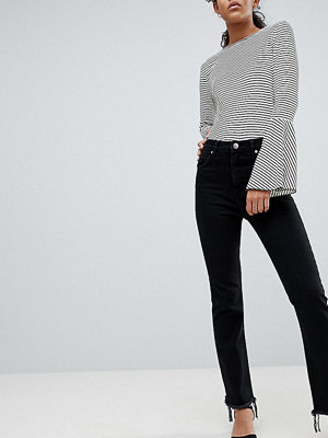 Asos Tall ASOS DESIGN Tall Egerton rigid cropped flare jeans in washed black with raw hem - Washed black