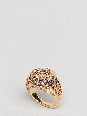 ASOS Curve ASOS DESIGN Curve Engraved Coin Sovereign Ring