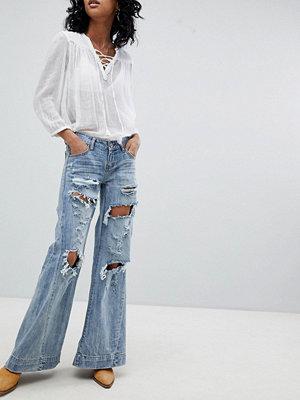 One Teaspoon Festival Johnnies Låga jeans med vida ben och slitna detaljer Blue Hart