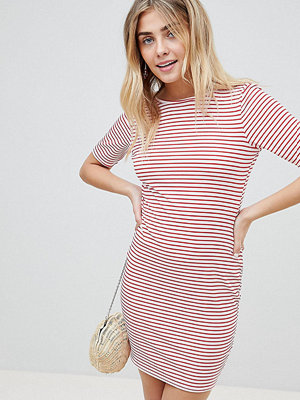 PrettyLittleThing Striped Low Back T-Shirt Dress - Red and white