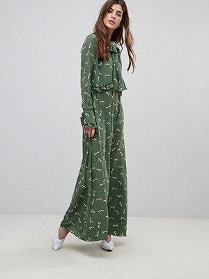 Liquorish Pussybow Floral Maxi Dress