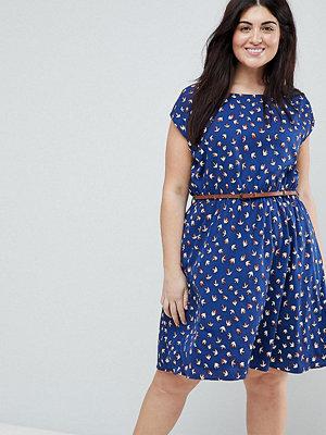 Yumi Plus Belted Skater Dress in Mini Swallow Print