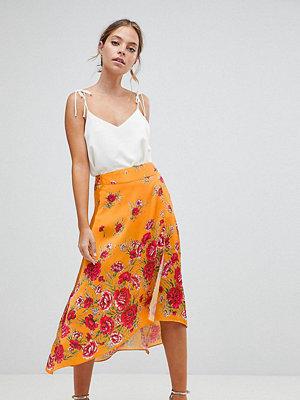ASOS Petite ASOS DESIGN Petite satin wrap midi skirt in floral print