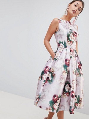 Chi Chi London Midi Dress in Floral Print - Pink multi