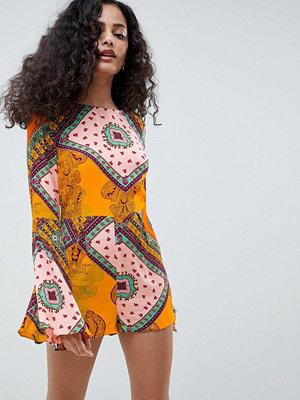 Glamorous Mönstrad playsuit med långa ärmar Orange tile print
