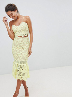 Love Triangle Cutwork Lace Pencil Skirt With Fluted Lace