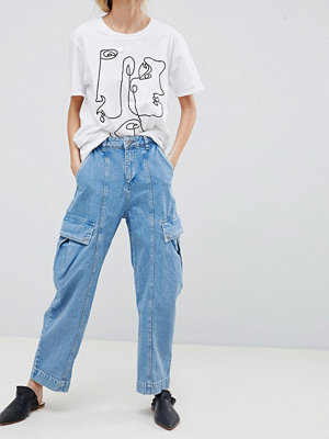 ASOS DESIGN Oversized Wide Leg Jeans In Light Blue With Utility Styling - Light blue