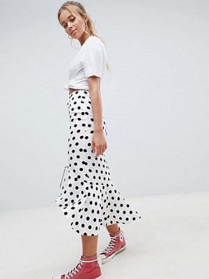 ASOS DESIGN midi skirt with ruffle detail in polka dot print - White/black