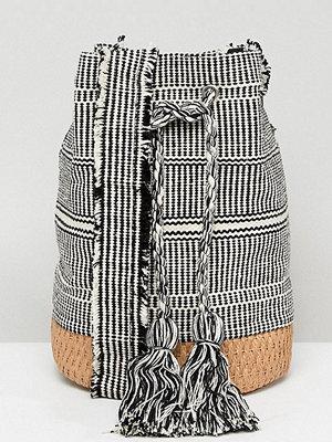 Pull&Bear axelväska tassle drawstring bag in grey