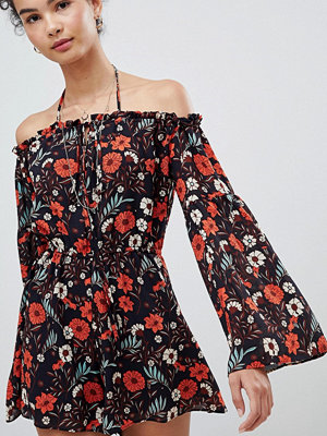 Glamorous Blommig baraxlad playsuit Red blue floral