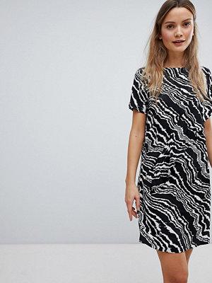 InWear Piritta Wavey Stripe Shift Dress - Agate blk