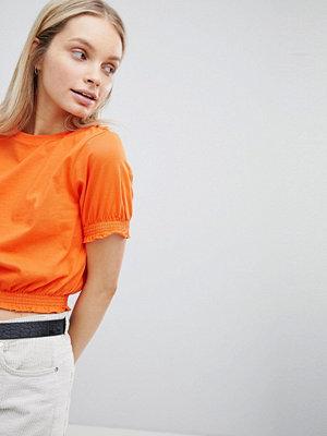 ASOS DESIGN Kort t-shirt med smockad nederkant och manschett Ljusorange