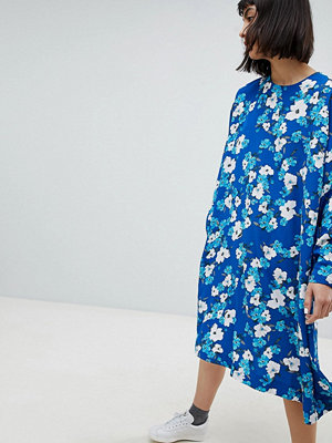 Weekday Trapeze Dress in Floral Print - Blue with print