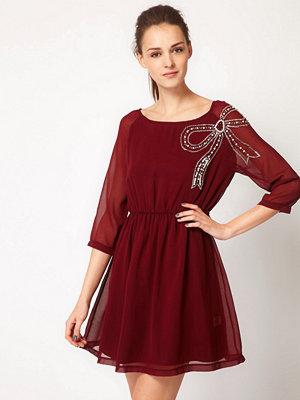 Glamorous Dress With Bow Embellishment - Rust