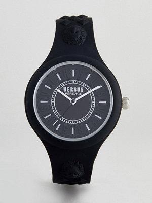 Klockor - Versus Versace Fire Island VSPOQ2018 Bicolour Silicone Watch In Black 39mm