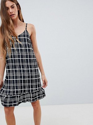 Daisy Street Cami Dress with Frill Hem in Check Print