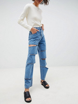 ASOS DESIGN carpenter boyfriend jeanswith extreme slash rips - Mid wash blue
