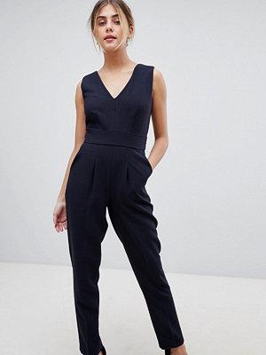 Closet London Figursydd jumpsuit med omlottparti framtill