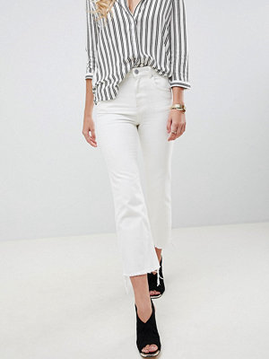 ASOS DESIGN Egerton rigid cropped flare jeans in off white with raw hem - Off white