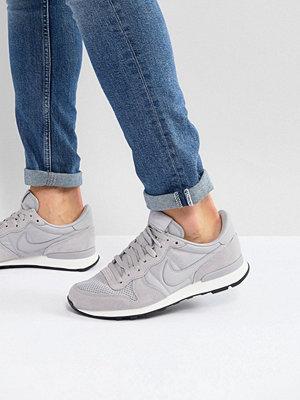 cheap for discount 6a205 af91a Fler sneakers   streetskor från Nike. Nike Internationalist SE Trainers In  Grey ...