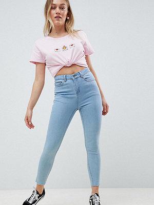 Chorus Petite Raw Hem High Rise Skinny Jeans with Rose Embroidered Pocket - Light denim blue
