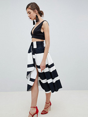 ASOS DESIGN scuba wrap prom skirt with split and tie waist in stripe - Black/white