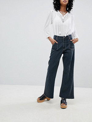 One Teaspoon High Waisted Cropped Wide Leg jean with Contrast Stitching - Fox black