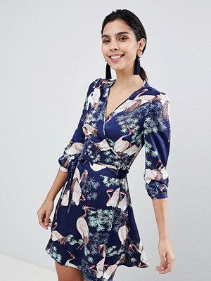 Liquorish Stalk Bird Print Wrap Dress