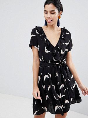Liquorish Bird Print Wrap Dress With Short Sleeves