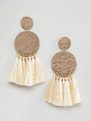 ASOS örhängen DESIGN Hammered Metal Disc Tassel Earrings