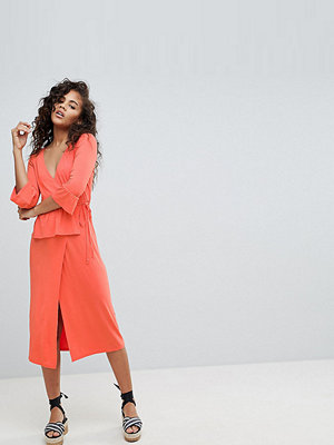 Asos Tall ASOS DESIGN Tall midi wrap dress - Coral
