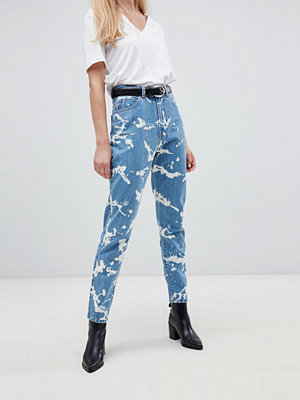 Dr. Denim Nora Mom-jeans med super hög medja och blekt effekt Splattered bleach
