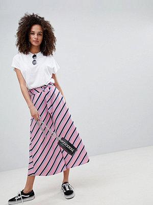 Bershka Randiga och rosa culotte-byxor