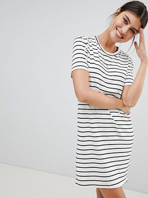 PrettyLittleThing Stripe T-Shirt Dress - White