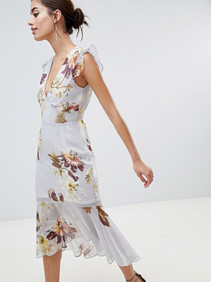 Hope and Ivy Hope & Ivy Plunge Open Back Midi Dress