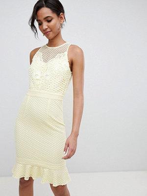 Little Mistress lace applique shift dress with peplum hem in lemon - Lemon