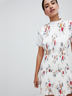 Boohoo Floral Pleated Skater Dress - Ivory
