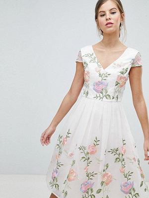 Chi Chi London Premium Lace Prom Dress in Multi Embroidery - Cream multi